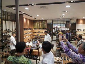 Jokowi Hebohkan Mantos, Beli Sepatu Seharga Rp150 Ribu Berita Nasional Sulut