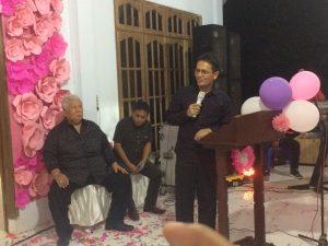 Calon Wakil Bupati Yanny Ronny Tuuk memberi sambutannya di acara perayaan HUT putri Jimmy Rimba Rogi.