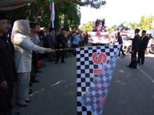 Walikota Tatong Bara melepas karnaval pawai budaya