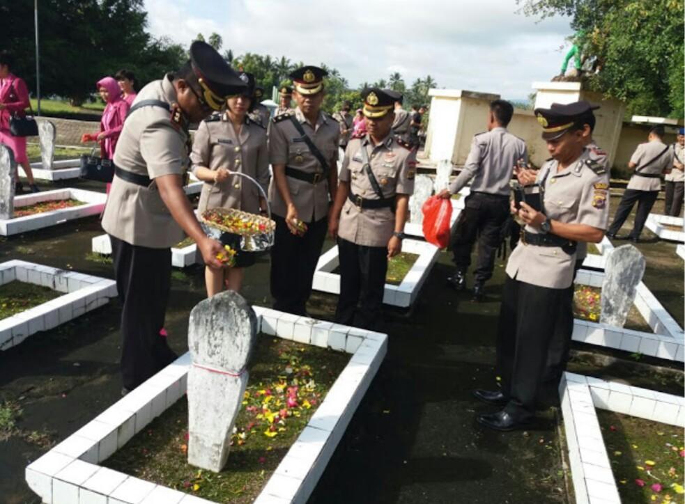 Peringati HUT Bhayangkara, Polres Bolmong Ziarah ke TMP Berita Hukum
