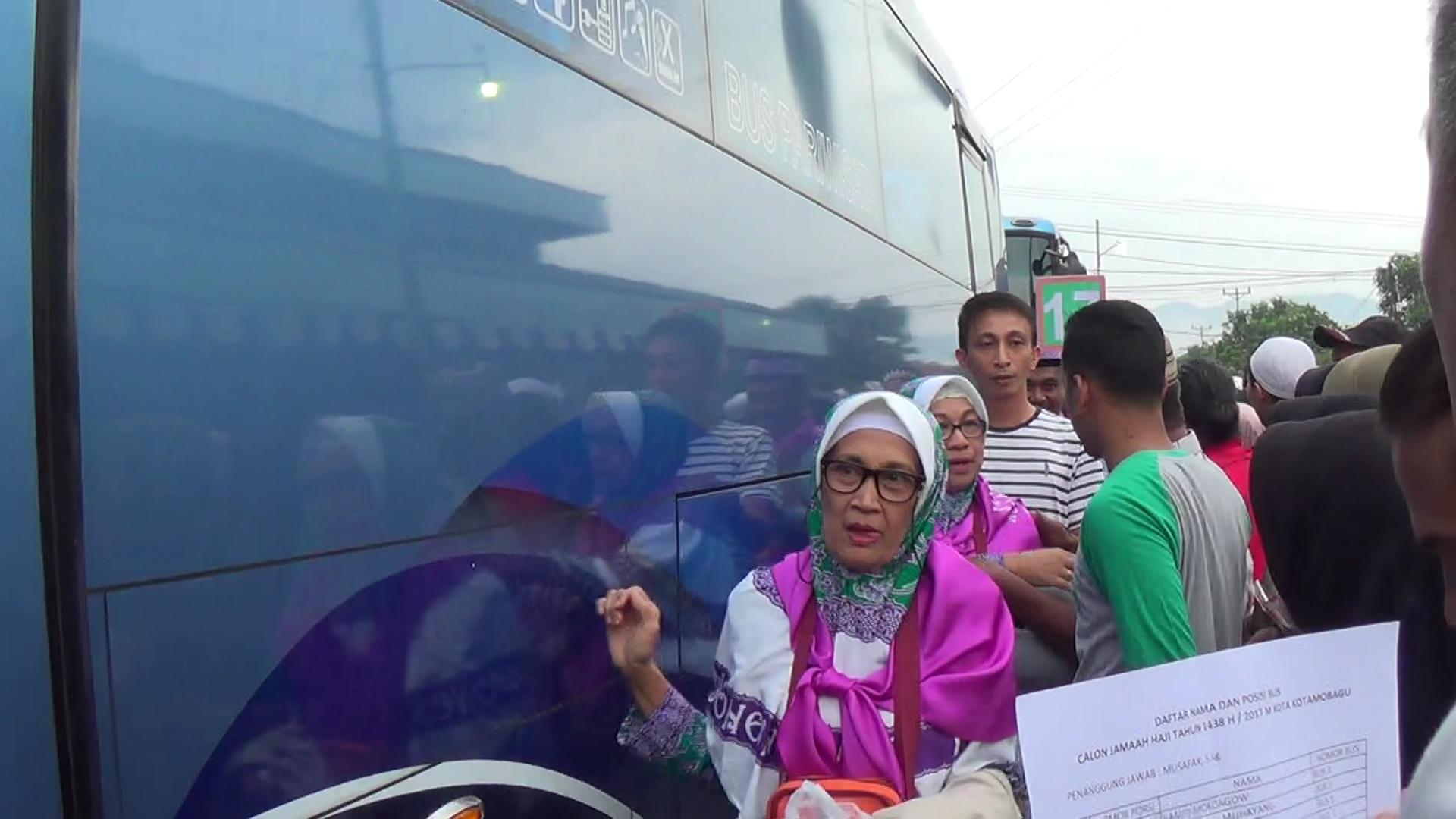 Tangis Haru Keluarga Lepas 115 JCH, Gunawan Titip Doakan Kotamobagu Berita Daerah Berita Kotamobagu