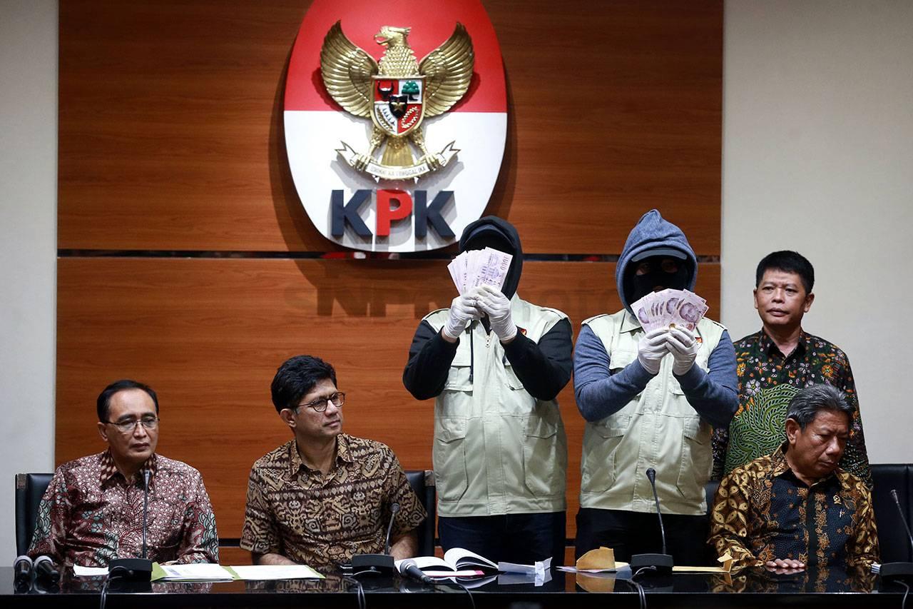 ADM dan Ketua PT Sulut Resmi Tersangka. Lihat Pasalnya Berita Hukum