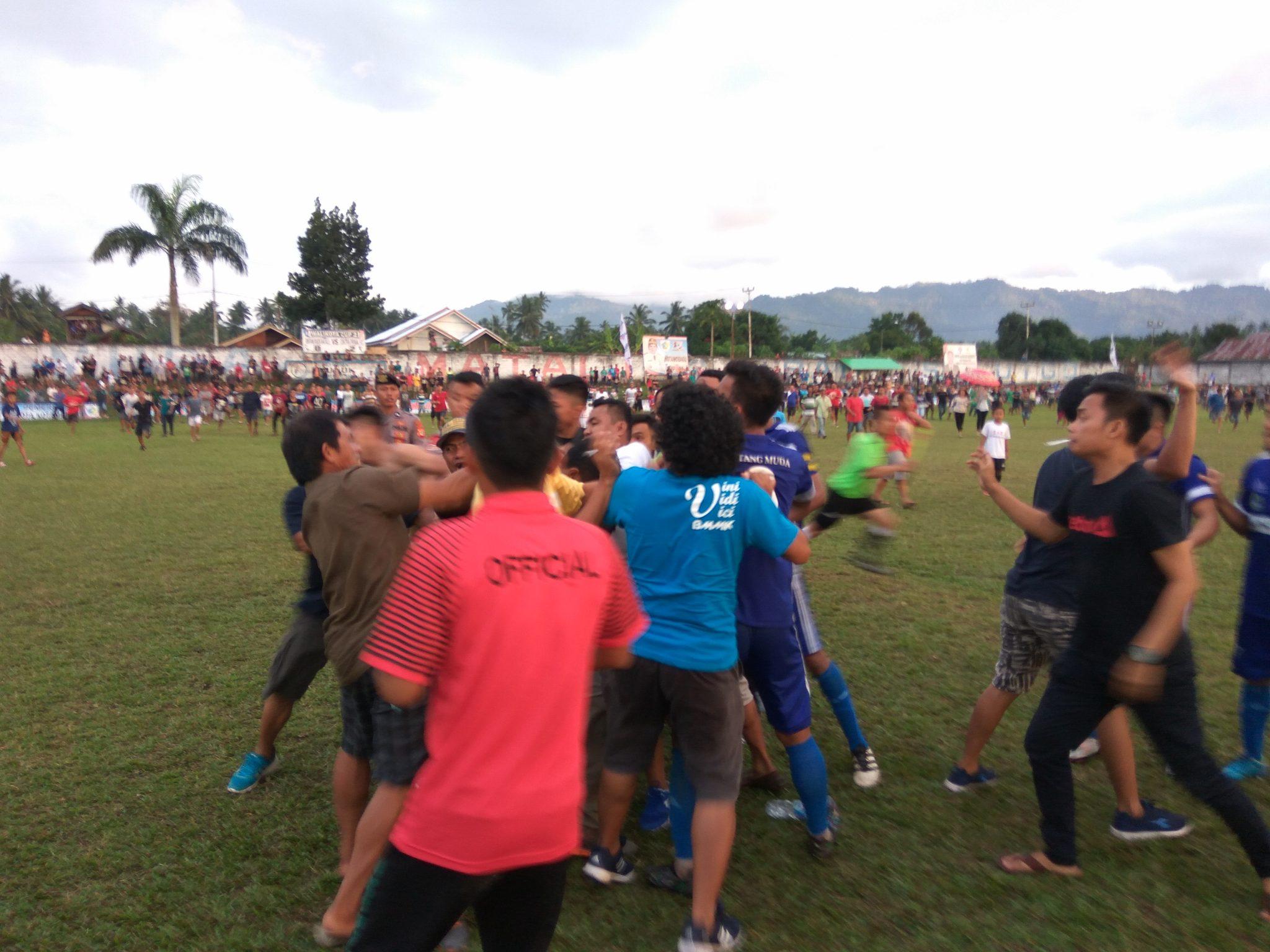 Olahraga  Zulvin Zamrun Zulham Zamrun Walikota CUP Stadium nunuk matali Pertandingan ricuh Diktra prima fc
