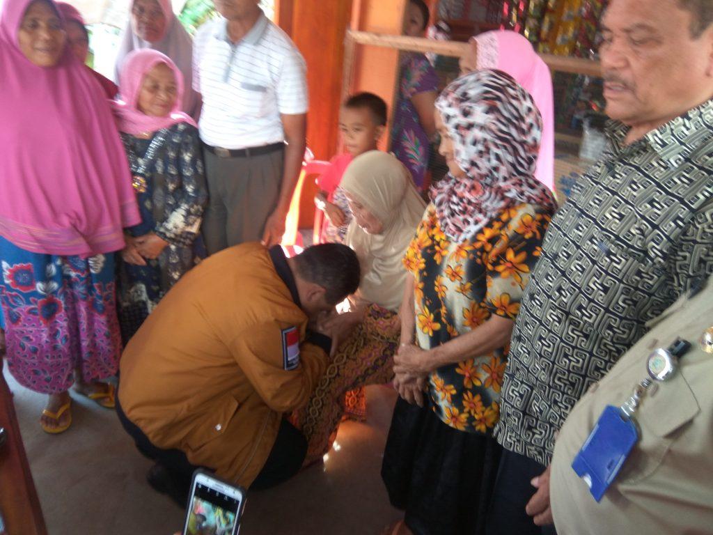 Cium Kaki Seorang Nenek, BRANI Didoakan Warga Upai Berita Daerah Berita Kotamobagu