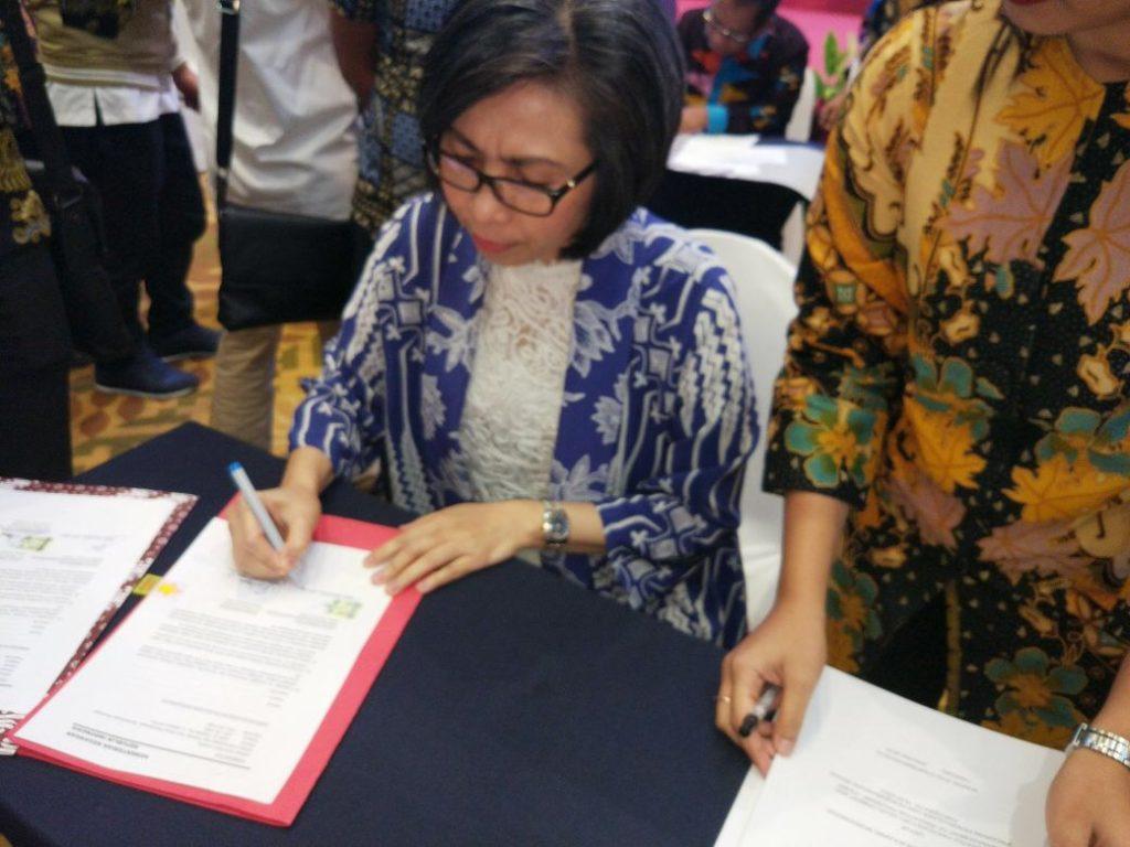 Bupati Yasti Teken Perjanjian Hibah IPDMIP Advertorial