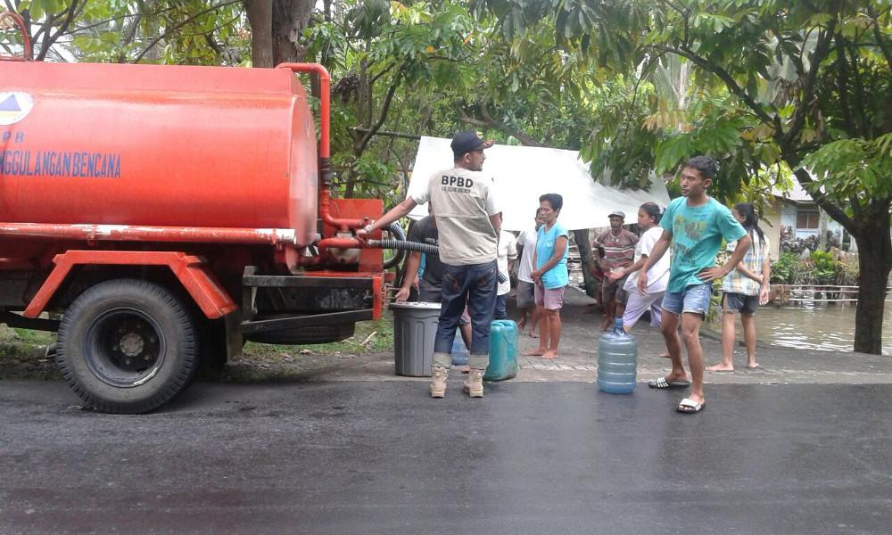 Pemkab Bolmong Suplai Air Bersih ke Korban Banjir Berita Bolmong Berita Daerah