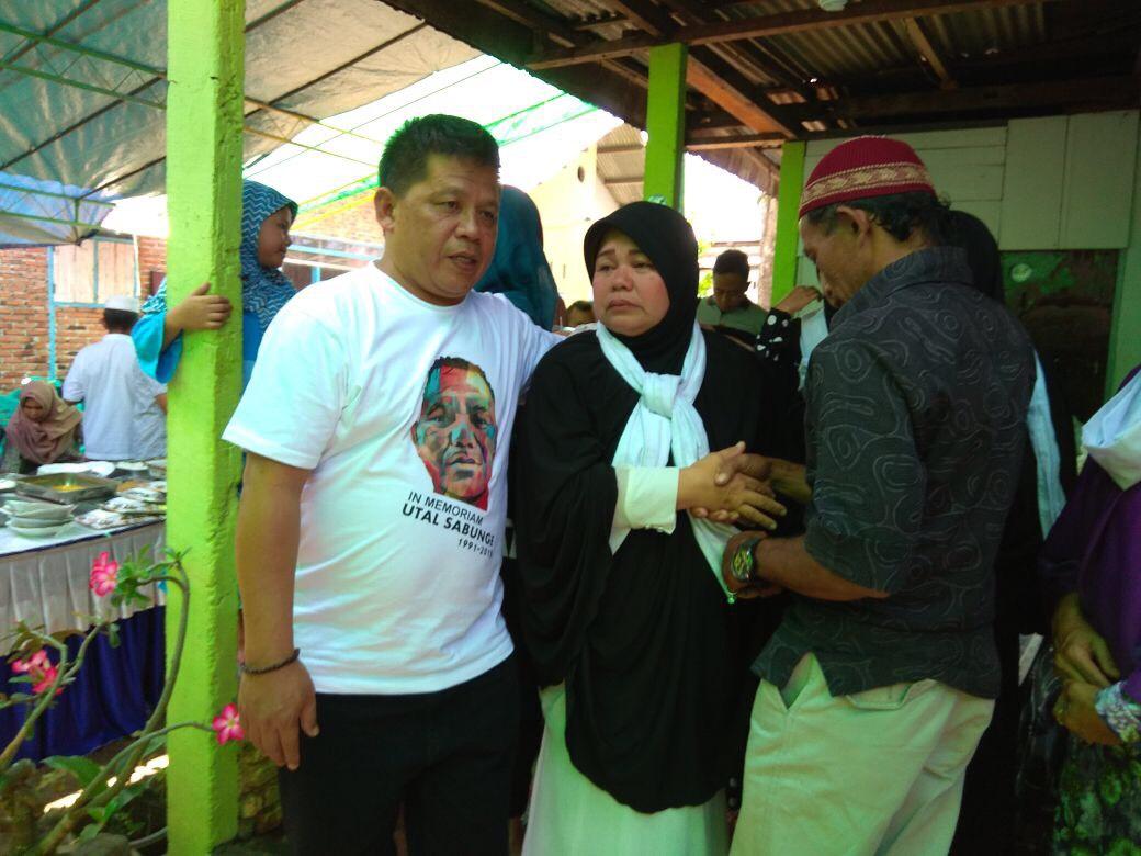 Nayodo Koerniawan bersama ibu kandung Almarhum Utal Sabunge. (ist)