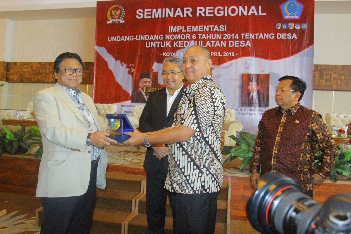 Daerah Kotamobagu Nasional  Seminar OSO Oesman Sapta Odang Kotamobagu Eko Putro Sandjojo