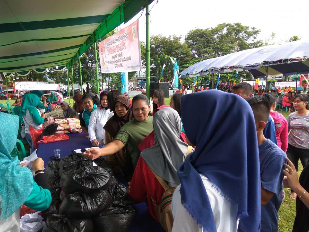 Warga Serbu Pasar Murah Pemkot Berita Daerah Berita Kotamobagu