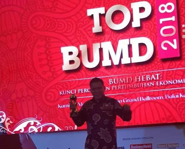 Yasti Terima Penghhargaan Top Pembina BUMD Terbaik Advertorial