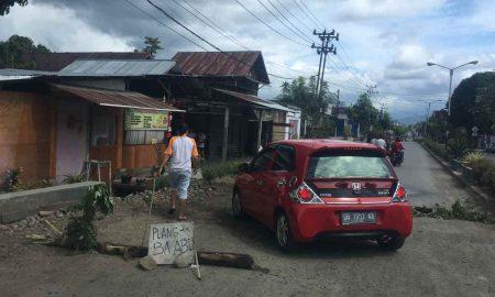 Warga Sinindian Tutup Separuh Jalan, Dishub ke Mana? Berita Kotamobagu