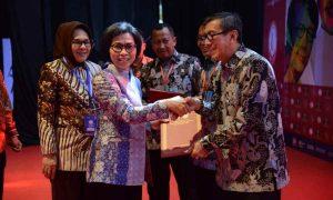 Bupati Yasti Terima Penghargaan Kabupaten Peduli HAM dari Kemenkumham RI Advertorial