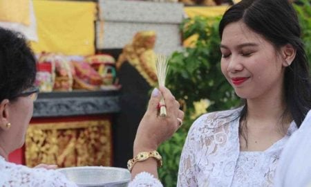 Cantik dan Anggunnya Calon Anggota DPD RI Asal Sulut Ini Berkebaya Bali Berita Bolmong Berita Hiburan