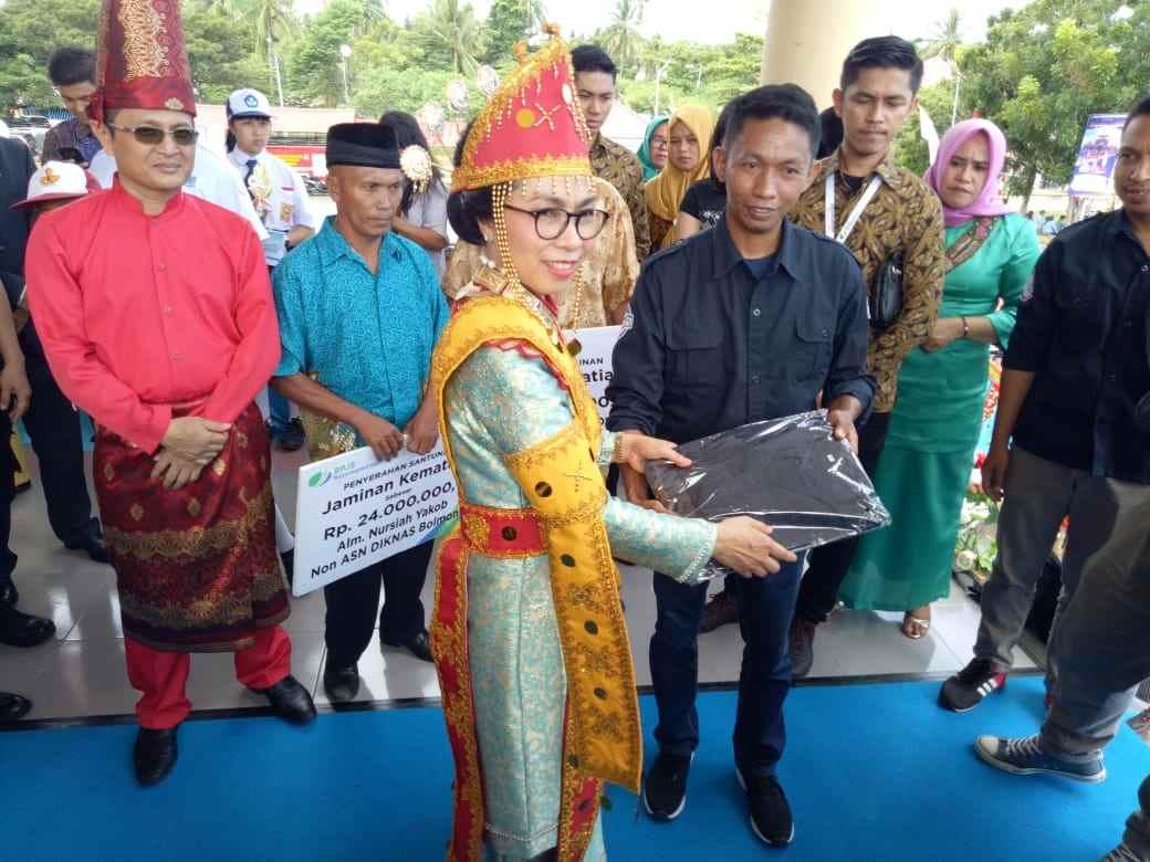 HUT ke-65 Kabupaten Bolmong, SJB Berikan Hadiah ke Bupati Yasti Berita Bolmong
