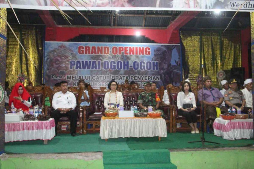 Bupati Yasti Hadiri Pawai Ogoh-Ogoh di Dua Desa Advertorial