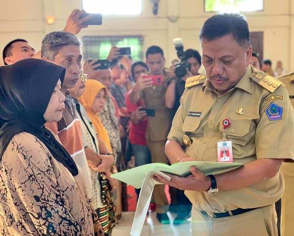 Yasti dan Tatong Dampingi Olly Serahkan Sertifikat, Warga: Terima Kasih Presiden Jokowi Berita Bolmong Berita Kotamobagu Sulut
