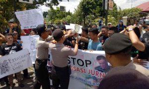 Wartawan se-BMR Demo di Kejari, PN, DPRD dan Polres Kotamobagu Berita Nasional