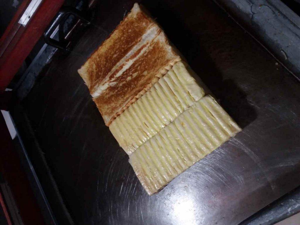 Roti Bakar Khas Bandung di Mogolaing, Enak dan Bikin Ketagihan Berita Ekonomi Berita Kotamobagu