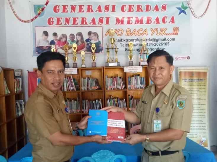Diskominfo Bolmong Berikan Buku ke Dinas Perpustakaan dan Kearsipan Daerah Berita Bolmong