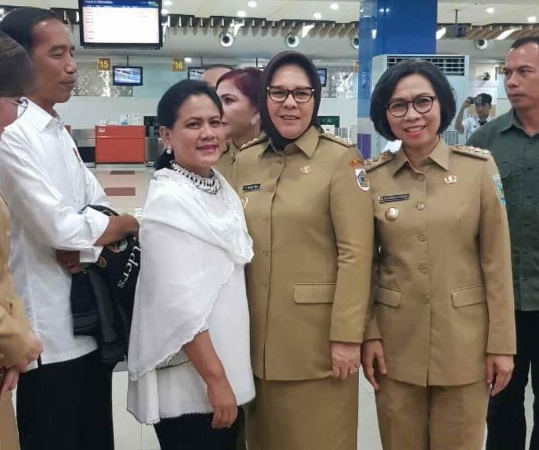Tatong- Yasti Foto Bareng Ibu Negara, Lihat Kesederhanaan Presiden Jokowi di Samping. Begini Reaksi Warganet! Berita Bolmong Berita Kotamobagu Berita Nasional
