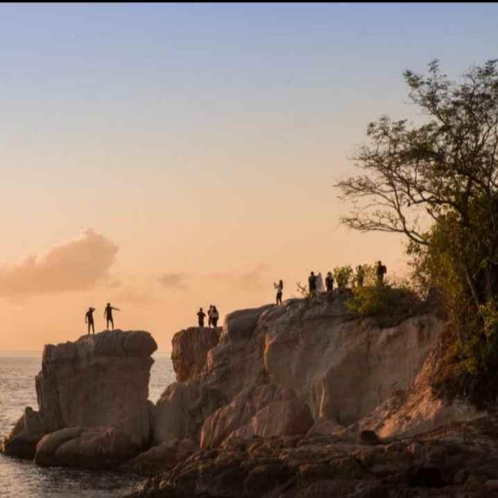 Indahnya Sunset dari Atas Batu Pantai Abadi di Loyow Berita Boltim