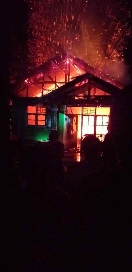 Rumah Orang Tua Korban Longsor di Tambang Bakan Terbakar Berita Bolmong Berita Hukum Berita Nasional Sulut