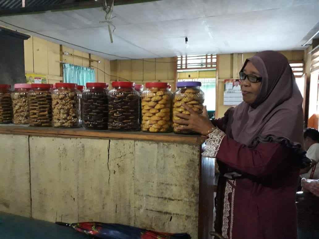 Hasil Jualan Kue Kering Ditabung untuk Umroh Berita Boltim