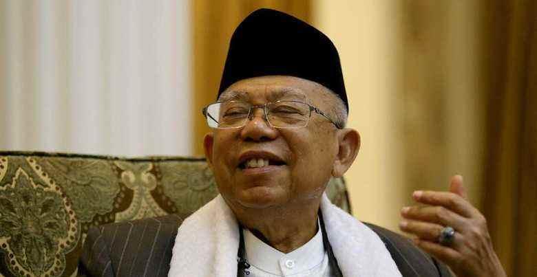 Rapat Perdana, Ma'ruf Amin Akhirnya Kembali Kenakan Sarung Berita Nasional