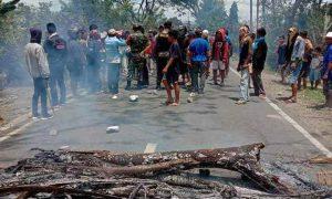 Jalan AKD di Dumoga Diblokade, Wilayah Sekitar Ikut Rugi Berita Bolmong