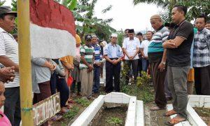 Samsudin Manggo Ziarah Makam Pahlawan Pejuang Kemerdekaan di Pekuburan Veteran Berita Bolmong Berita Kotamobagu Berita Politik Sulut