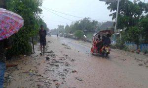 Air dan Lumpur di Drainase Meluap ke Jalan Utama Upai. Ini Foto-fotonya! Berita Kotamobagu