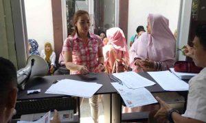 Pengambilan Kartu Ujian CPNS: Pegawai BKPP Bolmong Layani Pelamar dengan Ramah, Senyum, dan Sapa Berita Bolmong
