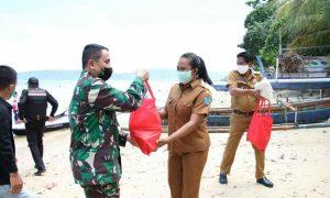 Pangdam XIII/Merdeka Serahkan Bansos di Empat Pulau di Manado Berita Daerah Berita Hukum Berita Nasional Sulut