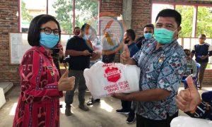 Bupati Yasti Salurkan Bantuan Tahap II di Dumoga Bersatu. Wabup, Ketua DPRD dan Forkopimda Mendampingi Berita Bolmong