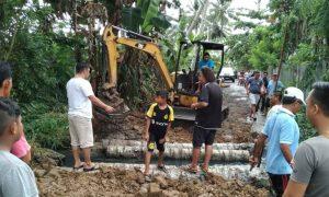 Respon Keluhan Warga Poyowa Besar, Mekal Gunakan Dana Pribadi Perbaiki Jalan Rusak Berita Kotamobagu