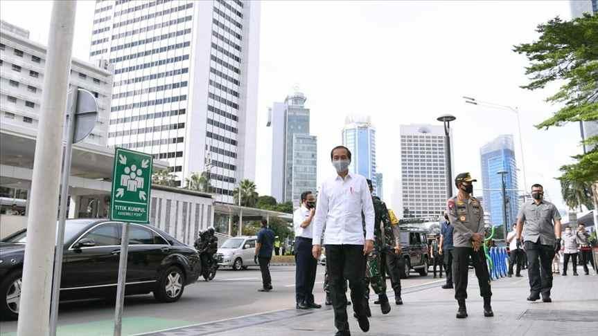 Jokowi Lakukan Kebiasaan Baru Dalam Kunjungan Kerja Berita Nasional