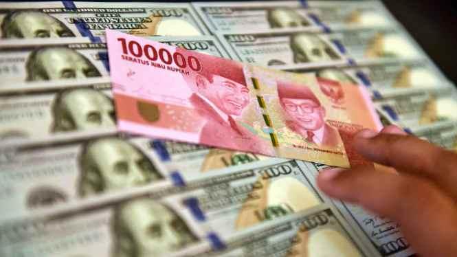 Dolar Ambruk, Nilai Tukar Rupiah Melesat Hampir 100 Poin Berita Ekonomi