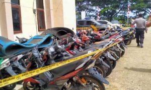 Judi Sabung Ayam di Modayag Digrebek Polisi,Pelaku Lari, Puluhan Unit Kendaraan Diamankan Berita Boltim Berita Hukum