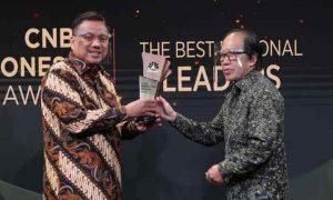 Olly Terima CNBC Award Sulut