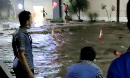 Video: Cuaca Buruk di Manado, Air Laut Masuk Sampai ke Mall